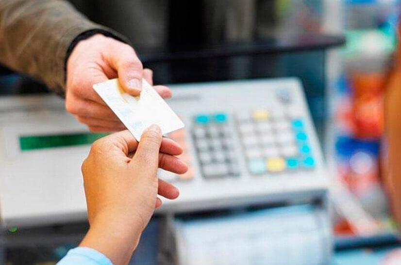 Какие выгоды получает автомобилист, используя карты с кэшбэком?